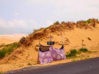 沙漠旁的厕所