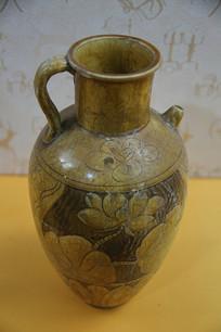 唐代黄釉婴戏荷花纹单柄大口壶