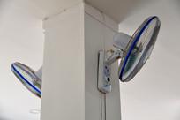 墙上的电风扇