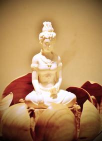 精美白色陶瓷观音雕刻摆件