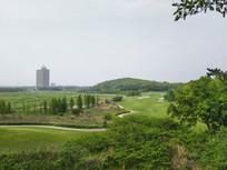 远眺高尔夫球场