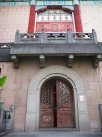 绿瓦大楼边门