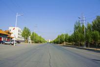 鞍山羊草庄公路与蓝天