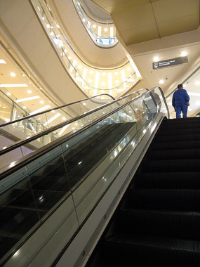 商场自动扶梯