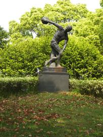 铁饼运动员雕塑