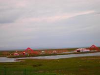 草原上的藏族毡包