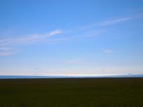 青海湖边的草原