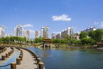 鞍山英泽湖与居民建筑群
