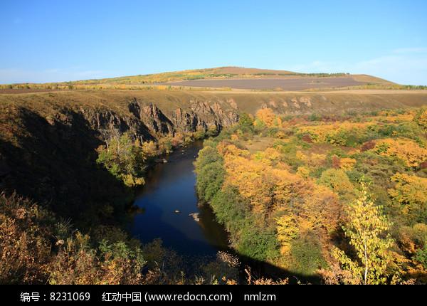 大兴安岭峡谷秋色图片