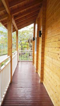 小木屋的走廊