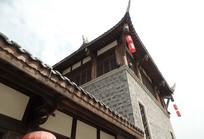 挂有红灯笼的楼阁