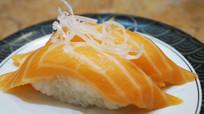 两个三文鱼寿司