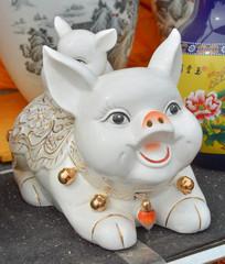 工艺品白瓷猪