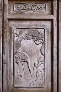 门饰木雕双鹤图案