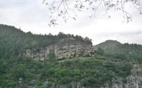 山间岩石峭壁