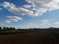 田园上的天空图片