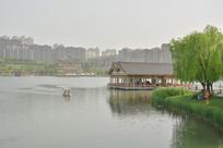 曲江池湖光