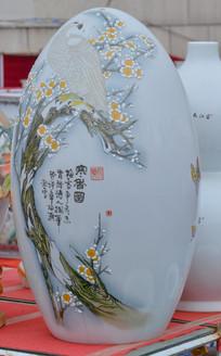 收藏品白地白鹰梢梅瓷瓶