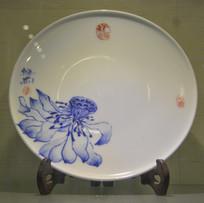 收藏品青花莲台花纹瓷盘