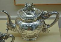 文物白银精品昂首龙纹茶壶