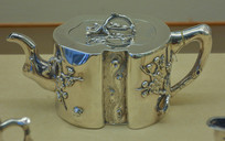 文物白银精品梅段形茶壶