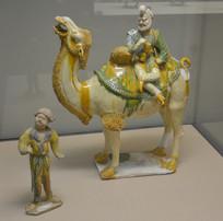 文物唐三彩驮人骆驼