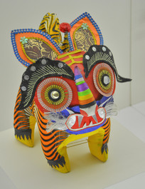 传统工艺彩绘纸老虎