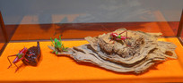 传统工艺绣织蟋蟀