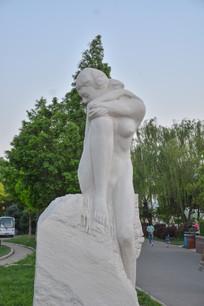 雕像害羞的人体艺术者