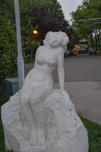 雕像开放的女人体艺术者