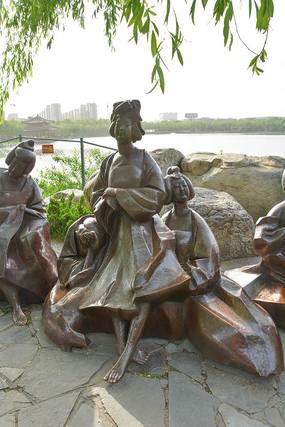 雕像悠闲的唐代宫女