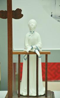 精美白瓷仕女雕刻