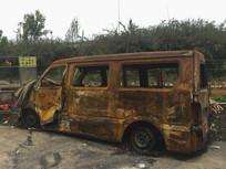 路边的废旧车子