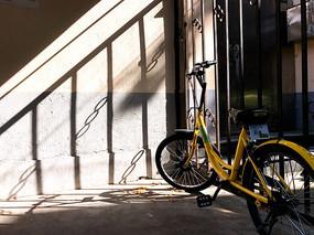 违法停车的共享单车