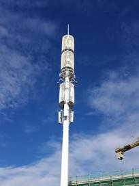 高高矗立的移动信号塔