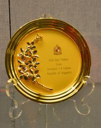 友谊外交文物镶兰花镀金铜盘