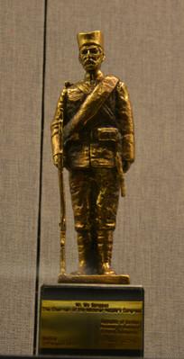 友谊外交文物战士人物雕像