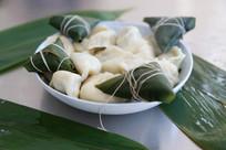 煮好的粽子和饺子