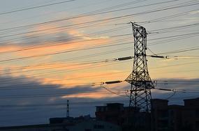 彩霞与高压电线杆