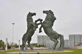 雕塑鄂尔多斯旅游标志腾马
