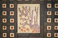 墙壁上的树木浮雕艺术