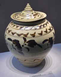 文物白釉褐花瓷罐
