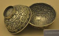 文物缠枝花纹银碗