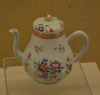 文物珐琅彩花卉纹茶壶