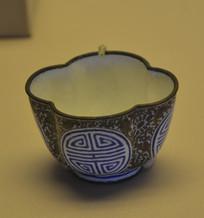 文物画珐琅花卉寿字海棠花式杯
