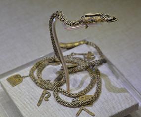文物龙形金饰件