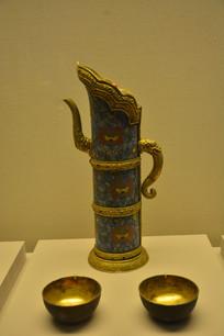 文物掐丝珐琅勾莲嵌石奶茶壶和奶茶碗