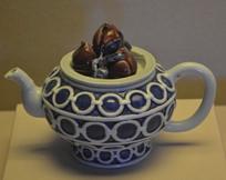 文物青花釉里红四桃茶壶