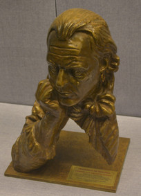 友谊外交文物米兰达头像雕塑