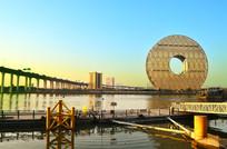 蓝天夕阳下的广州圆风光图片